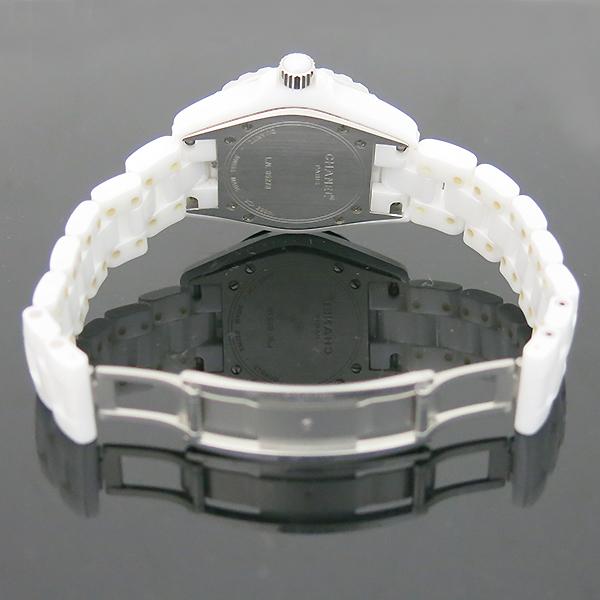 Chanel(샤넬) H1628 J12 33MM 화이트 세라믹 12포인트 다이아 쿼츠 여성용 시계 [부산센텀본점] 이미지4 - 고이비토 중고명품