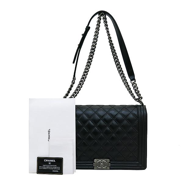 Chanel(샤넬) 블랙 컬러 보이 샤넬 L사이즈 메탈 체인 숄더백 [부산센텀본점]