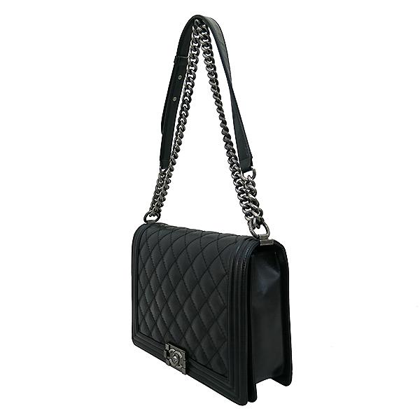 Chanel(샤넬) 블랙 컬러 보이 샤넬 L사이즈 메탈 체인 숄더백 [부산센텀본점] 이미지3 - 고이비토 중고명품
