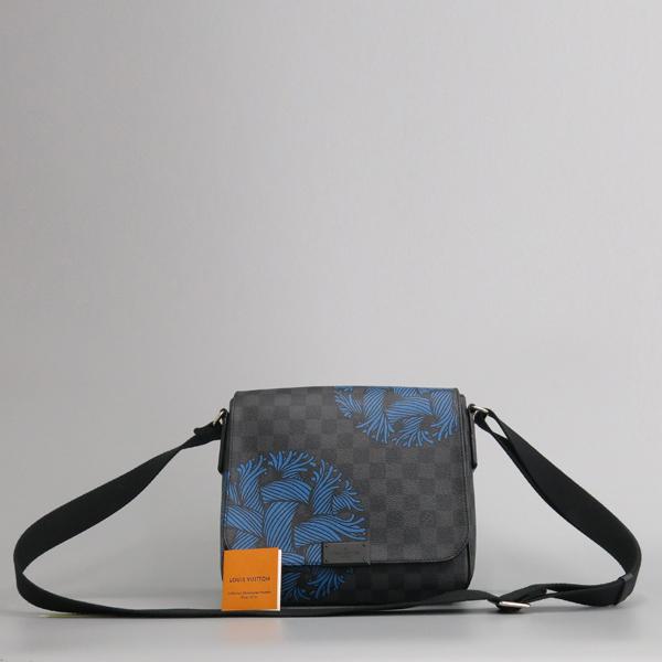 Louis Vuitton(루이비통) N41714 그라피트 캔버스 크리스토퍼 네메스 한정판 디스트릭트 PM 크로스백 [동대문점]