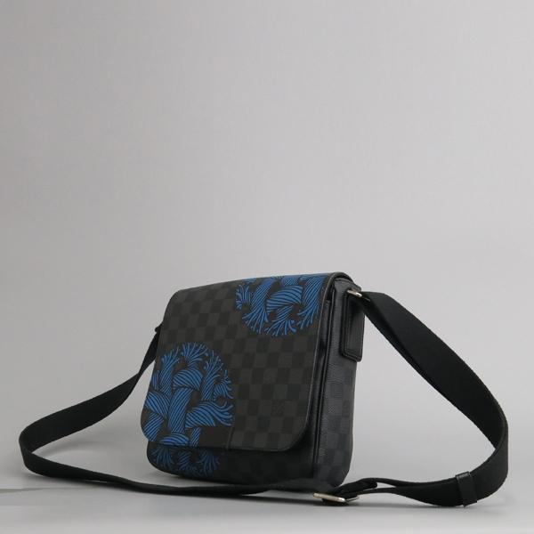 Louis Vuitton(루이비통) N41714 그라피트 캔버스 크리스토퍼 네메스 한정판 디스트릭트 PM 크로스백 [동대문점] 이미지3 - 고이비토 중고명품