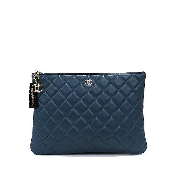 Chanel(샤넬) 블루 램스킨 하바나 참 장식 M사이즈 클러치백 [부산센텀본점]