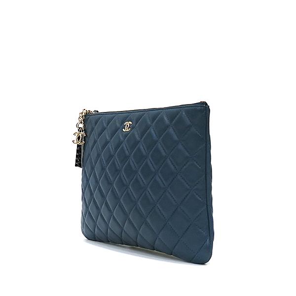 Chanel(샤넬) 블루 램스킨 하바나 참 장식 M사이즈 클러치백 [부산센텀본점] 이미지2 - 고이비토 중고명품