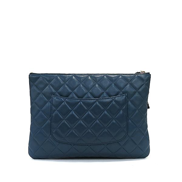 Chanel(샤넬) 블루 램스킨 하바나 참 장식 M사이즈 클러치백 [부산센텀본점] 이미지3 - 고이비토 중고명품