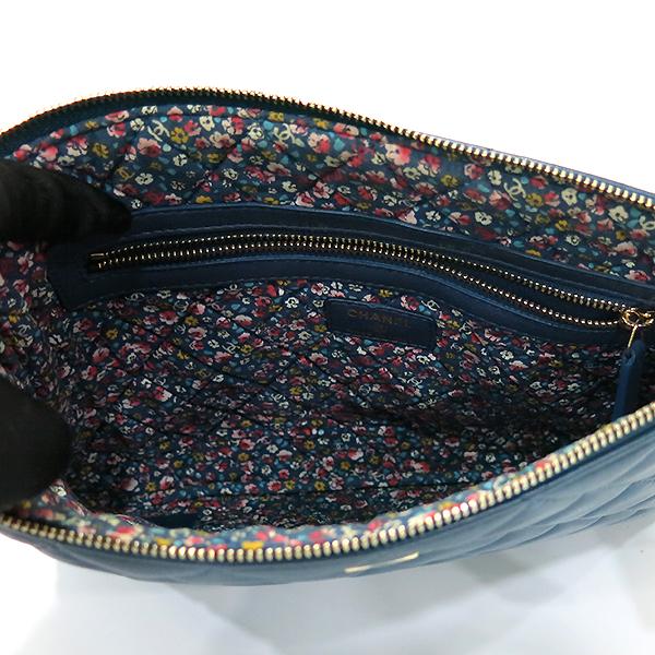 Chanel(샤넬) 블루 램스킨 하바나 참 장식 M사이즈 클러치백 [부산센텀본점] 이미지4 - 고이비토 중고명품