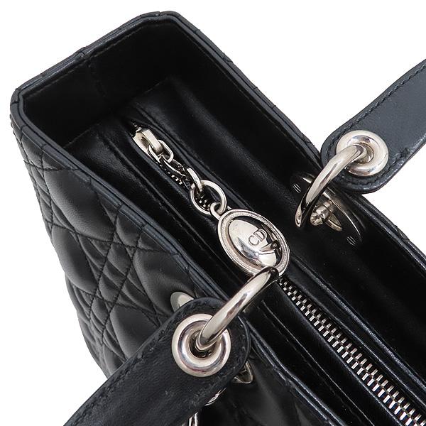 Dior(크리스챤디올) CAL44561 블랙 램스킨 Lady Dior 레이디 디올 까나쥬 라지 토트백 + 숄더스트랩 [인천점] 이미지5 - 고이비토 중고명품