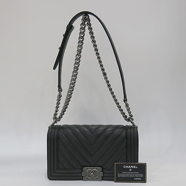 Chanel(샤넬) A67086 블랙 램스킨 쉐브론 보이샤넬 M사이즈 은장 메탈체인 숄더백 [부산센텀본점]