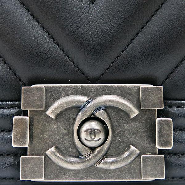 Chanel(샤넬) A67086 블랙 램스킨 쉐브론 보이샤넬 M사이즈 은장 메탈체인 숄더백 [부산센텀본점] 이미지4 - 고이비토 중고명품