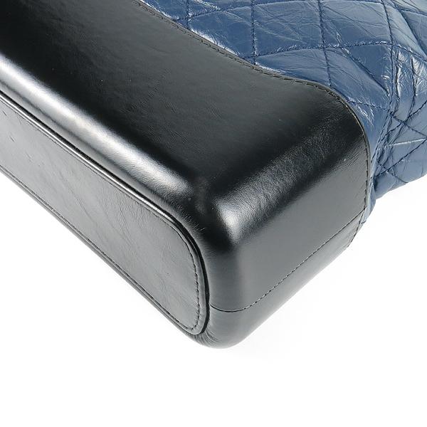 Chanel(샤넬) A93824 빈티지 카프스킨 네이비 블랙 투톤 컬러 가브리엘 호보 골드 실버 메탈 체인 숄더 겸 크로스백 [강남본점] 이미지4 - 고이비토 중고명품