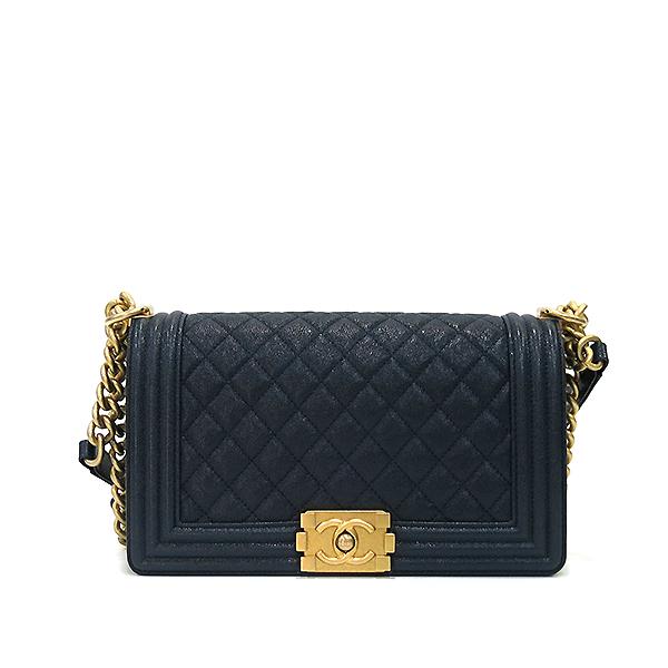 Chanel(샤넬) A67086Y83621 네이비 캐비어 스킨 보이샤넬 M사이즈 루테인 금장로고 체인 숄더백 [부산센텀본점] 이미지2 - 고이비토 중고명품