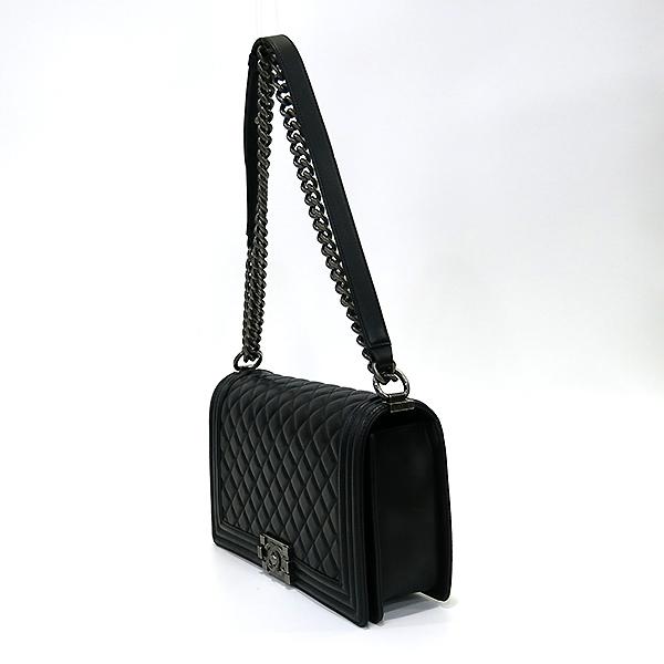 Chanel(샤넬) A92193 Y04638 94305 램스킨 블랙 컬러 BOY CHANEL 보이샤넬 L사이즈 라지 루테늄 메탈 로고 체인 플랩 숄더백 [부산센텀본점] 이미지3 - 고이비토 중고명품
