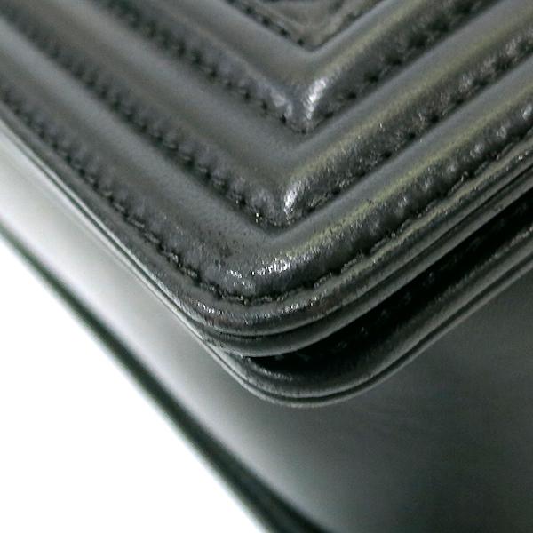 Chanel(샤넬) A92193 Y04638 94305 램스킨 블랙 컬러 BOY CHANEL 보이샤넬 L사이즈 라지 루테늄 메탈 로고 체인 플랩 숄더백 [부산센텀본점] 이미지6 - 고이비토 중고명품