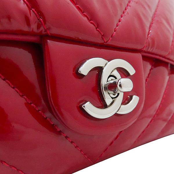 Chanel(샤넬) 레드 페이던트 쉐브론 클래식 M사이즈 원플랩 은장 체인 숄더백 [인천점] 이미지3 - 고이비토 중고명품