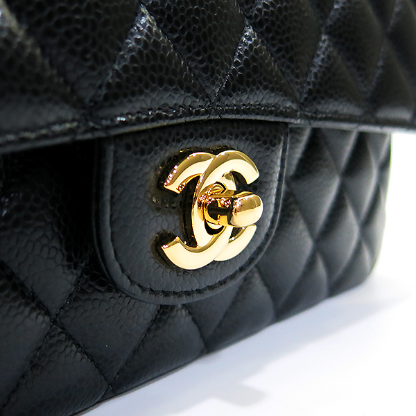 Chanel(샤넬) A01112Y01864 캐비어스킨 블랙 클래식 미듐 M사이즈 금장 체인 숄더백 [부산센텀본점] 이미지4 - 고이비토 중고명품