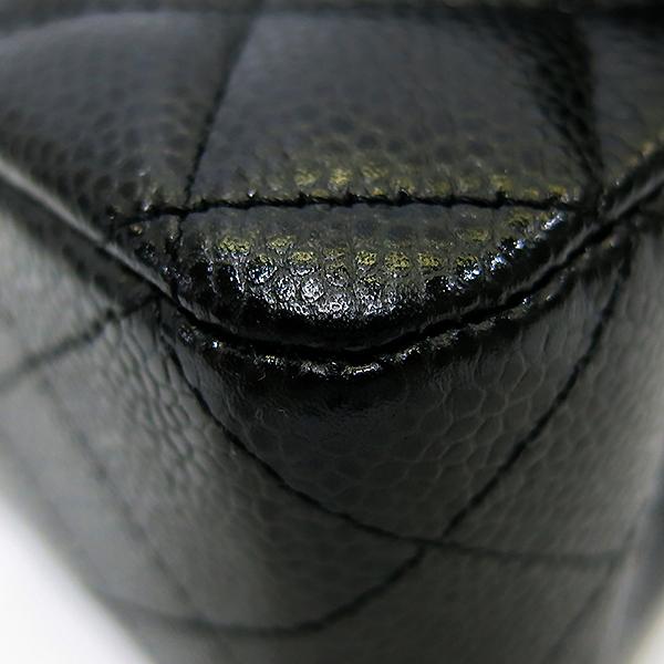 Chanel(샤넬) A01112Y01864 캐비어스킨 블랙 클래식 미듐 M사이즈 금장 체인 숄더백 [부산센텀본점] 이미지5 - 고이비토 중고명품