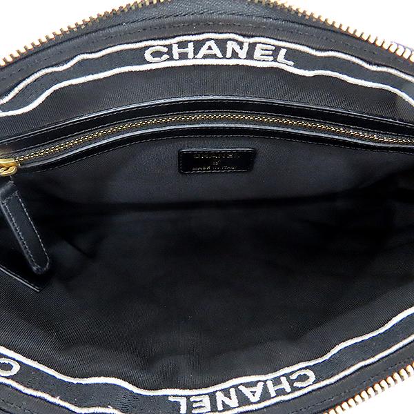 Chanel(샤넬) AP1116 블랙 컬러 램스킨 시즌 컬렉션 블랙 라벨 뷰티 CC 골드메탈 집업 백 포켓 클러치 [대전본점] 이미지6 - 고이비토 중고명품