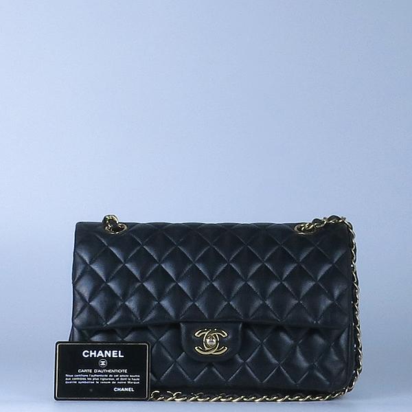 Chanel(샤넬) 금장 COCO 로고 블랙 컬러 램스킨 클래식 M 미듐 사이즈 체인 숄더백 [강남본점]