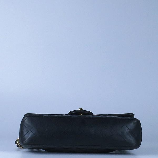 Chanel(샤넬) 금장 COCO 로고 블랙 컬러 램스킨 클래식 M 미듐 사이즈 체인 숄더백 [강남본점] 이미지4 - 고이비토 중고명품