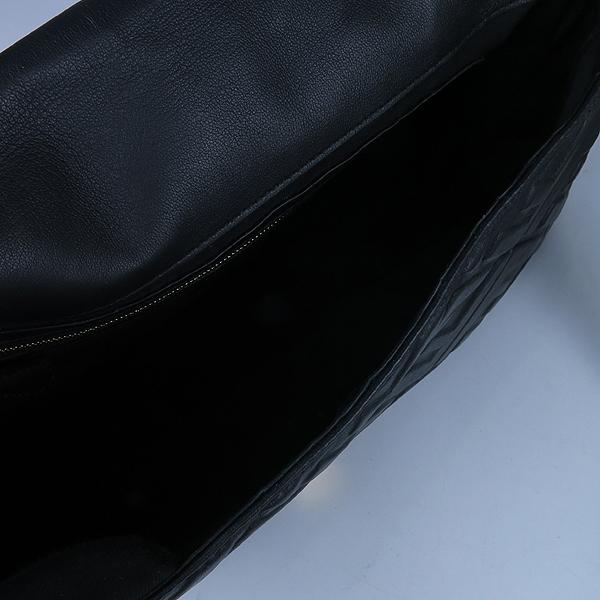 Fendi(펜디) 8BR771 펜디 로고 블랙 컬러 램스킨 바게트 토트백 + 숄더 스트랩 2WAY [강남본점] 이미지7 - 고이비토 중고명품